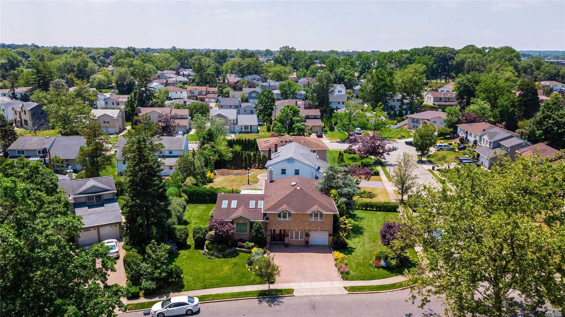 402 Old Courthouse Road, Manhasset Hills, NY 11040 - MLS#: 3225697