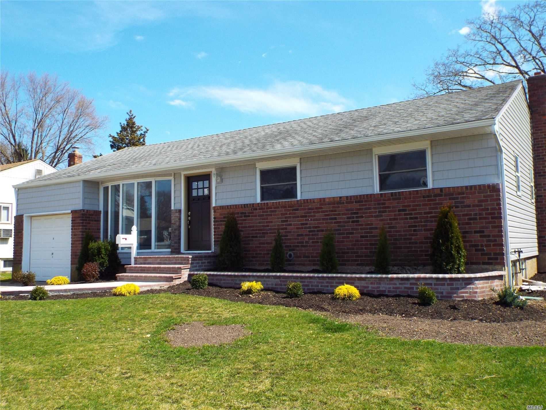 10 Sarah Drive, Old Bethpage, NY 11804 - MLS#: 3210702
