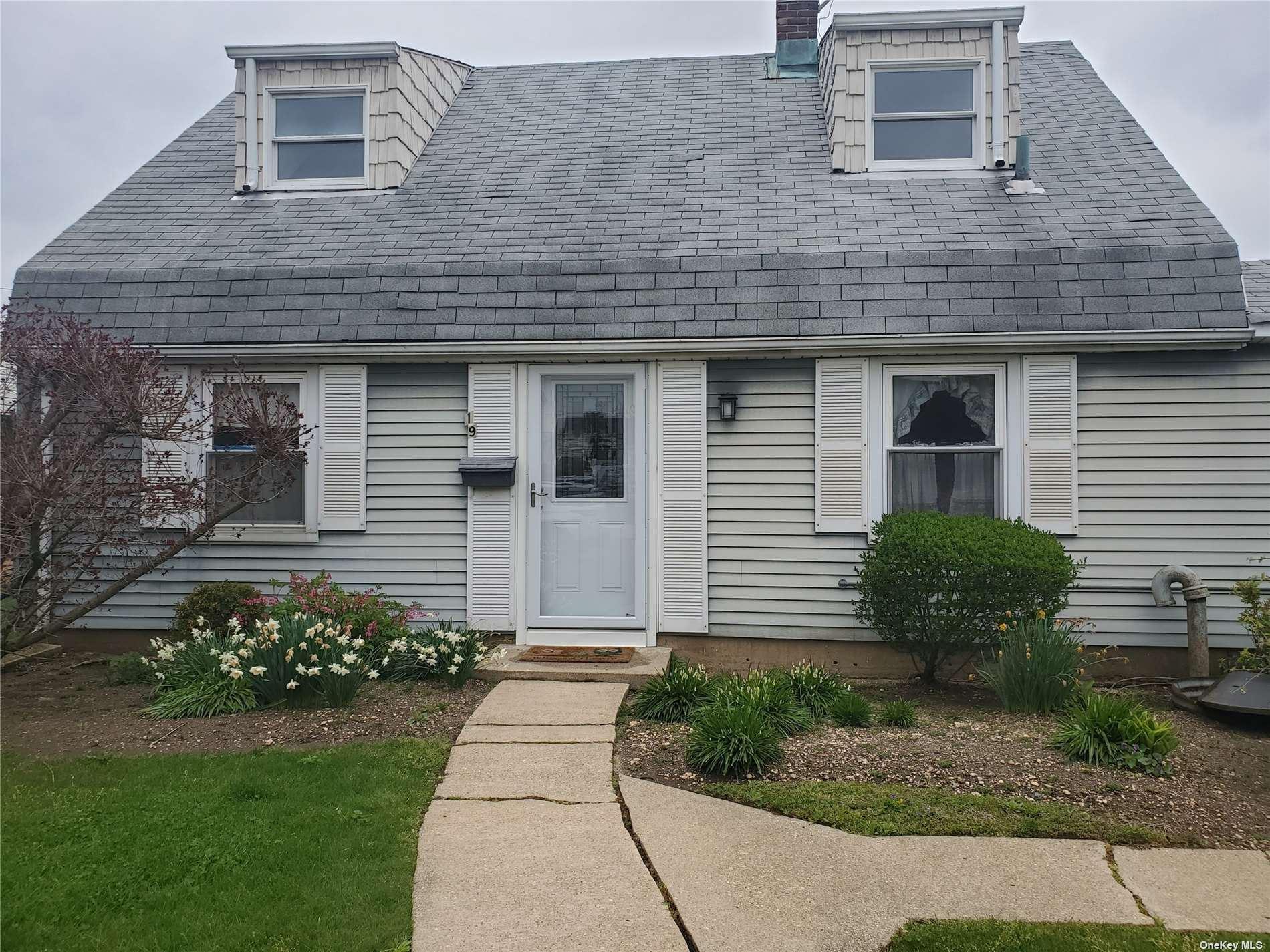 19 Crabtree Lane, Levittown, NY 11756 - MLS#: 3306704