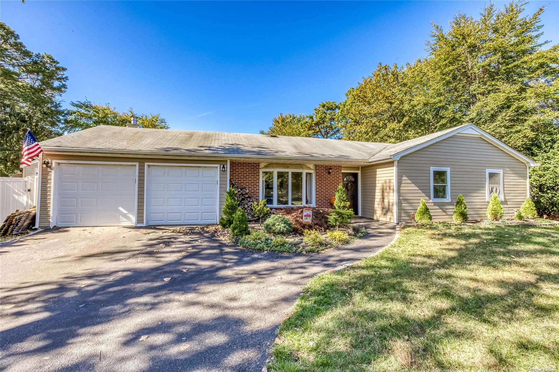Photo of 176 Wading River Hol Road, Middle Island, NY 11953 (MLS # 3354709)