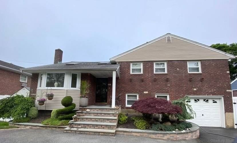 Photo of 512 Unqua Road, Massapequa, NY 11758 (MLS # 3287710)