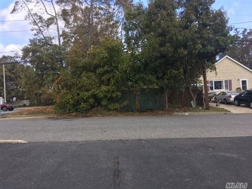 Photo of 17 Rose Street, Smithtown, NY 11787 (MLS # 3271715)