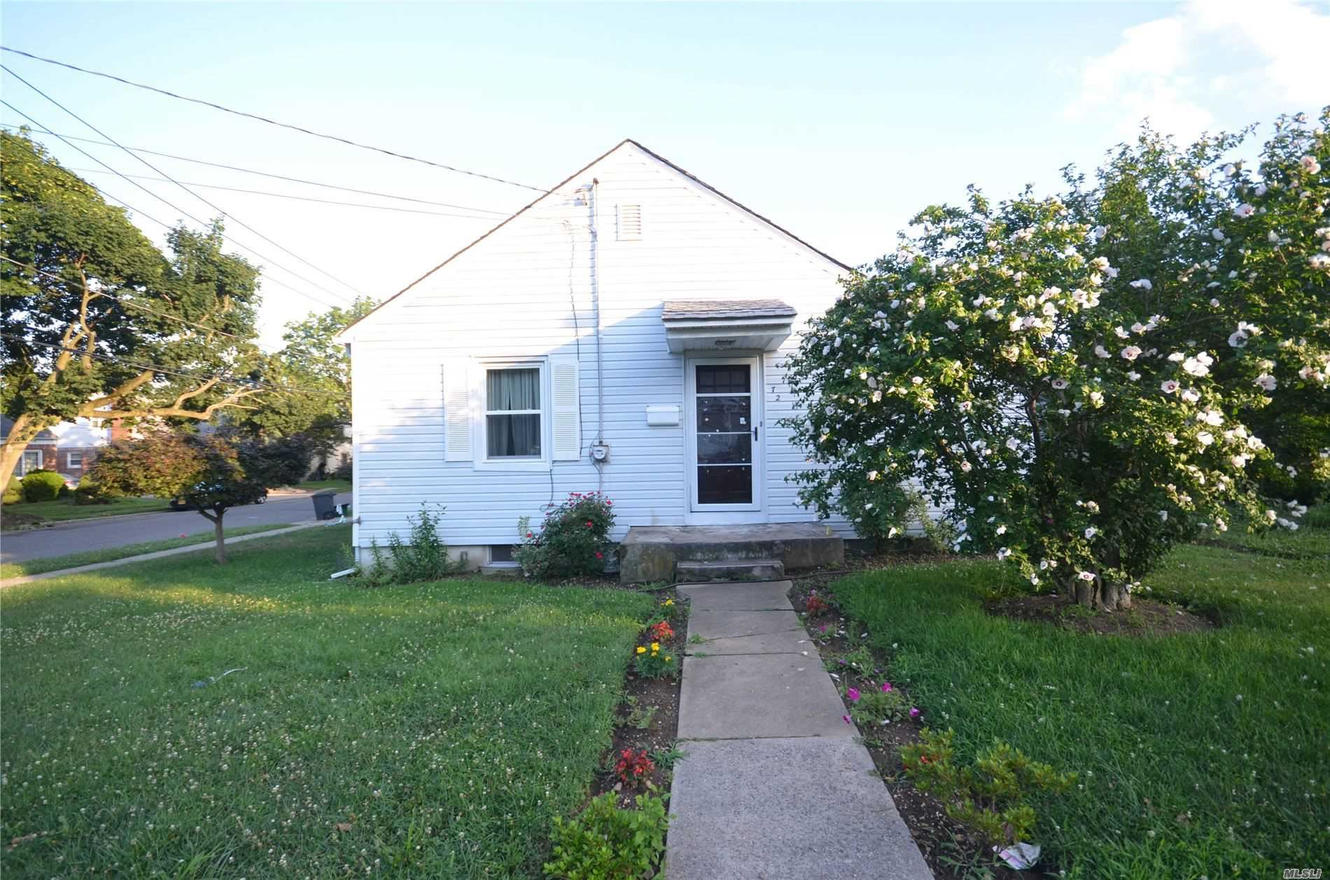 72 Woodward St, Roslyn Heights, NY 11577 - MLS#: 3226724
