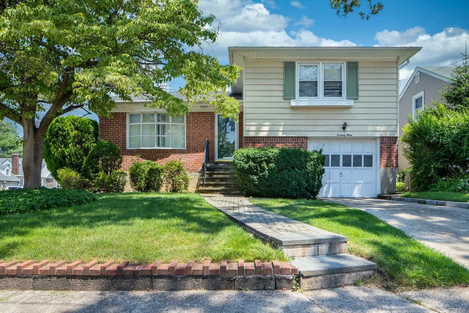 73 Whittier St, Lynbrook, NY 11563 - MLS#: 3235731