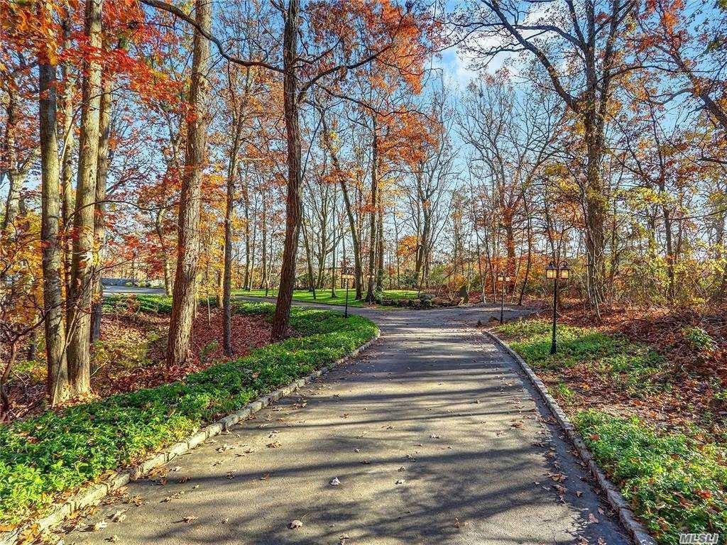 Photo of 40 Westview Drive, Upper Brookville, NY 11771 (MLS # 3268732)