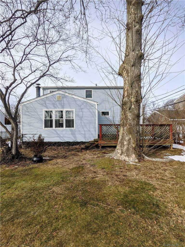 Photo of 11 Ford Drive North, Massapequa, NY 11758 (MLS # 3288739)