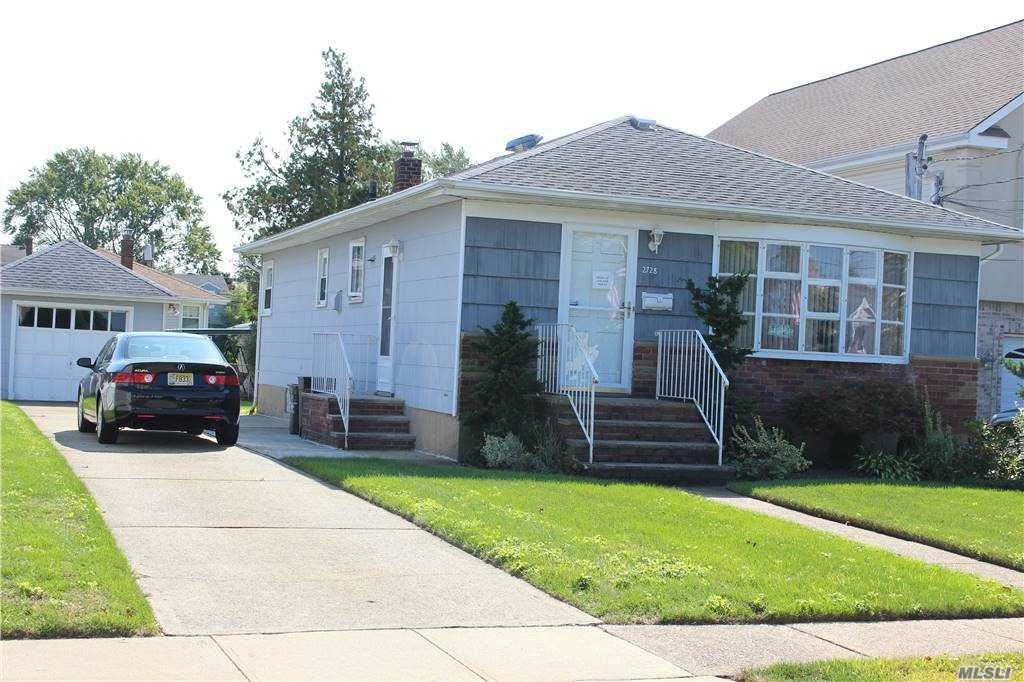 Photo of 2728 Landing Avenue, Bellmore, NY 11710 (MLS # 3255740)