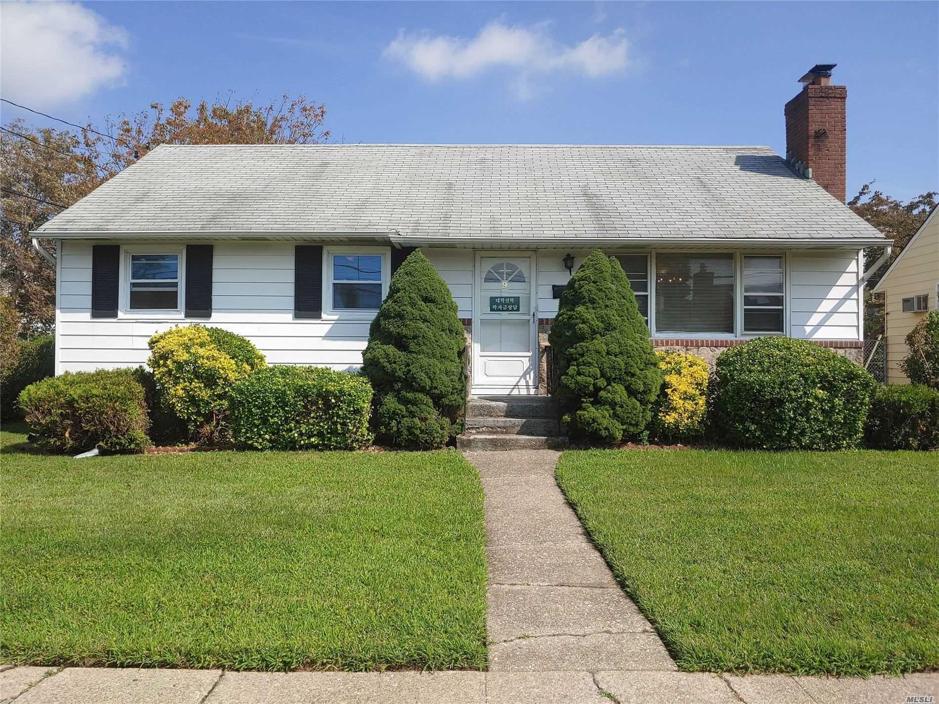 9 Windsor Street, Hicksville, NY 11801 - MLS#: 3241744