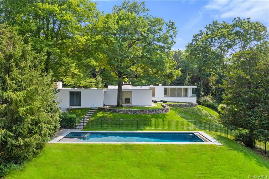 Photo for 125 Davids Hill Road, Bedford Hills, NY 10507 (MLS # H6129751)
