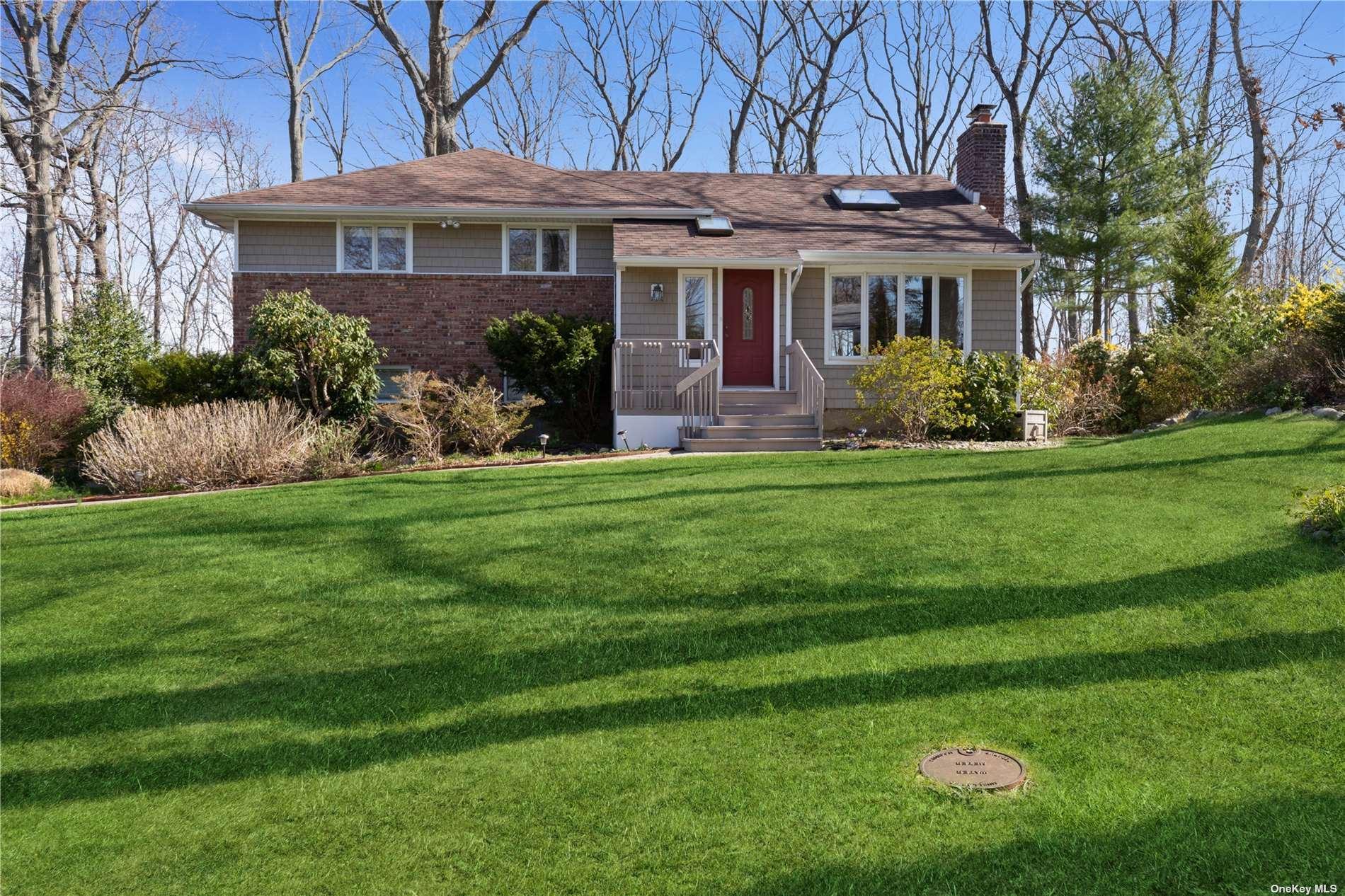 Photo of 15 Avon Court, Dix Hills, NY 11746 (MLS # 3302756)