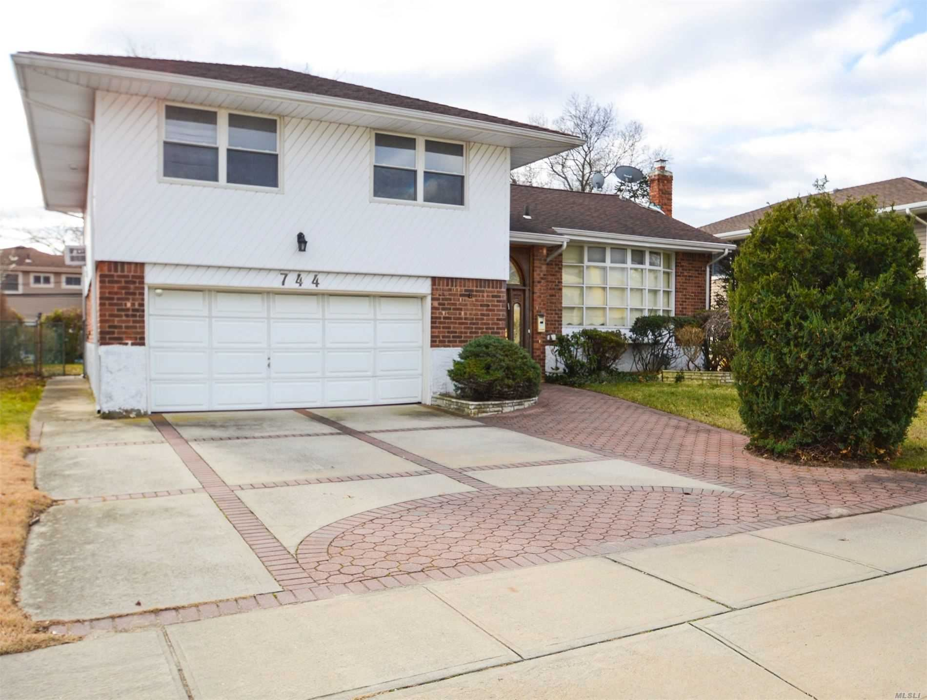 744 Hillcrest Place, Hempstead, NY 11581 - MLS#: 3189759