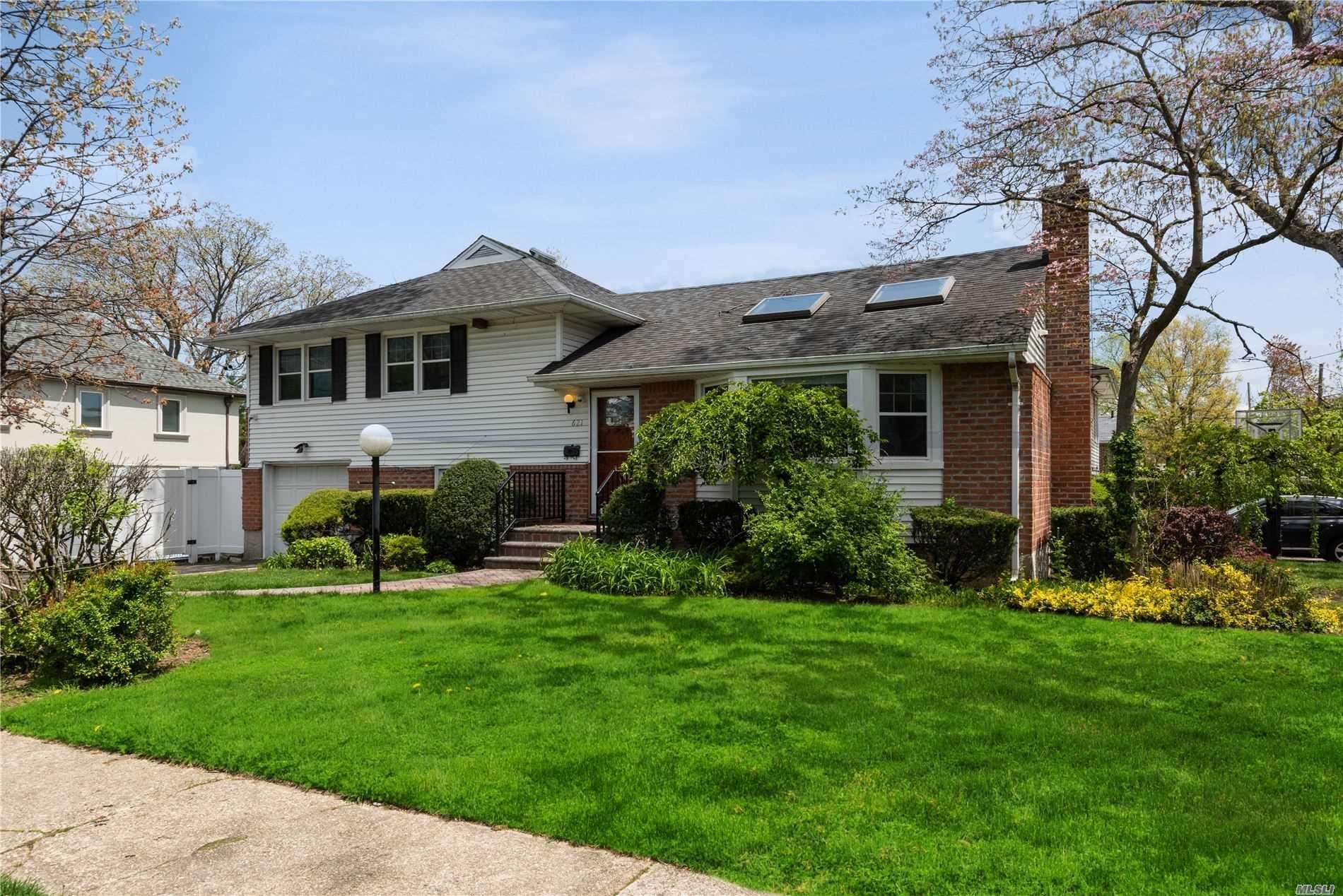 621 Howard Ave, West Hempstead, NY 11552 - MLS#: 3212764