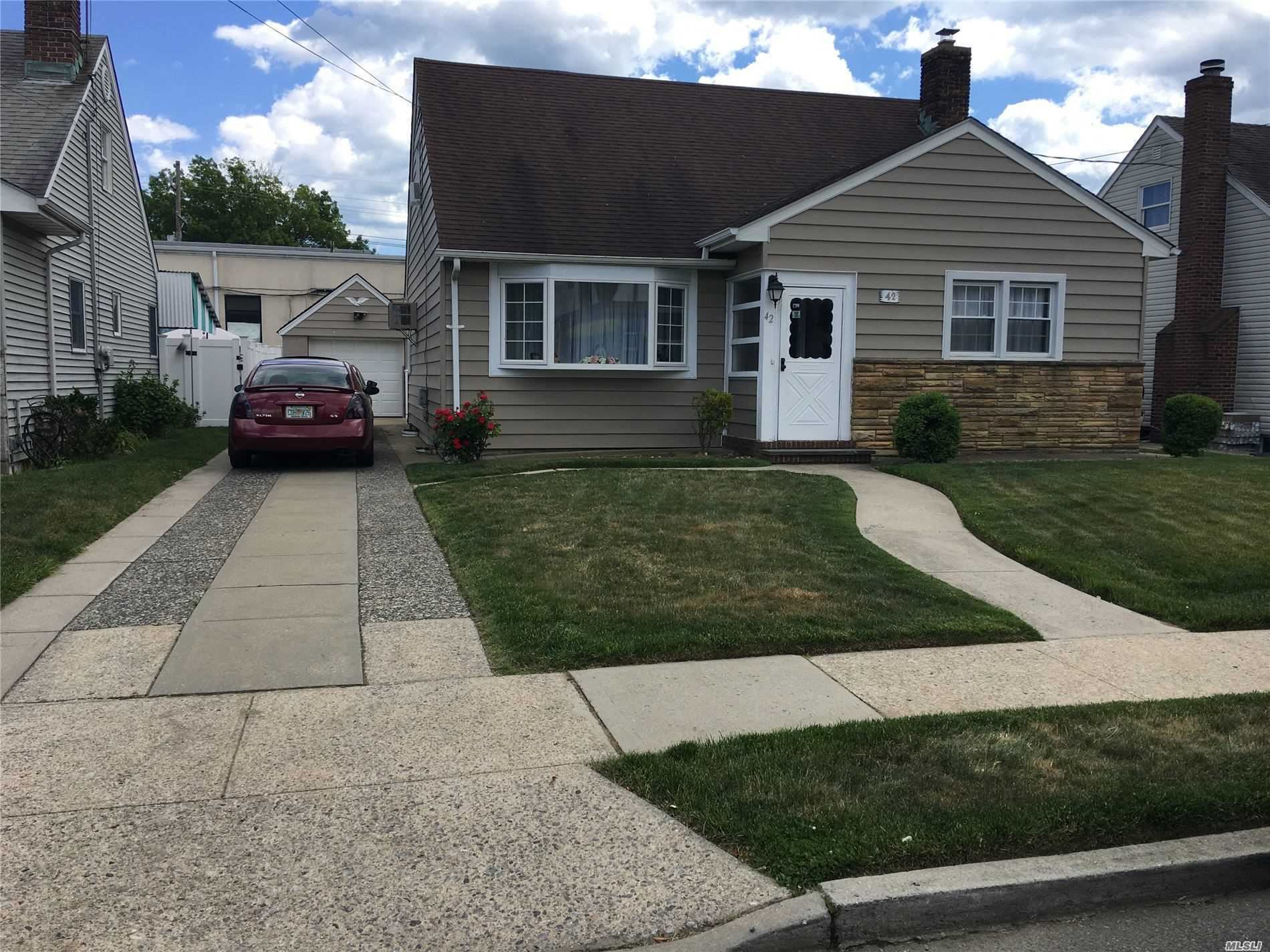 42 Evergreen Avenue, Lynbrook, NY 11563 - MLS#: 3229766