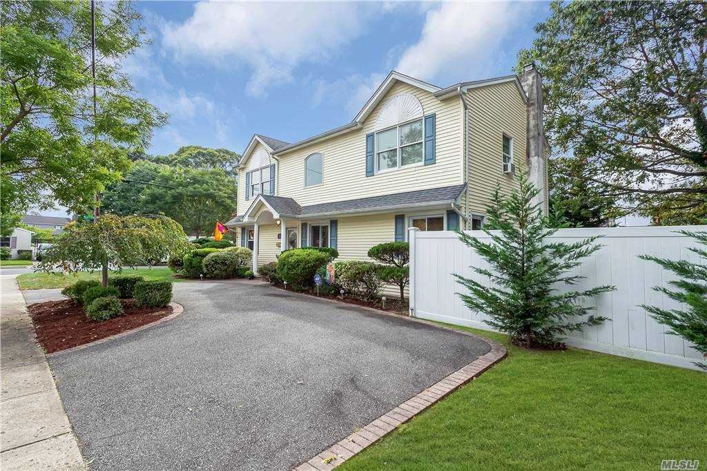 Photo of 26 Park Ln, Massapequa, NY 11758 (MLS # 3255768)