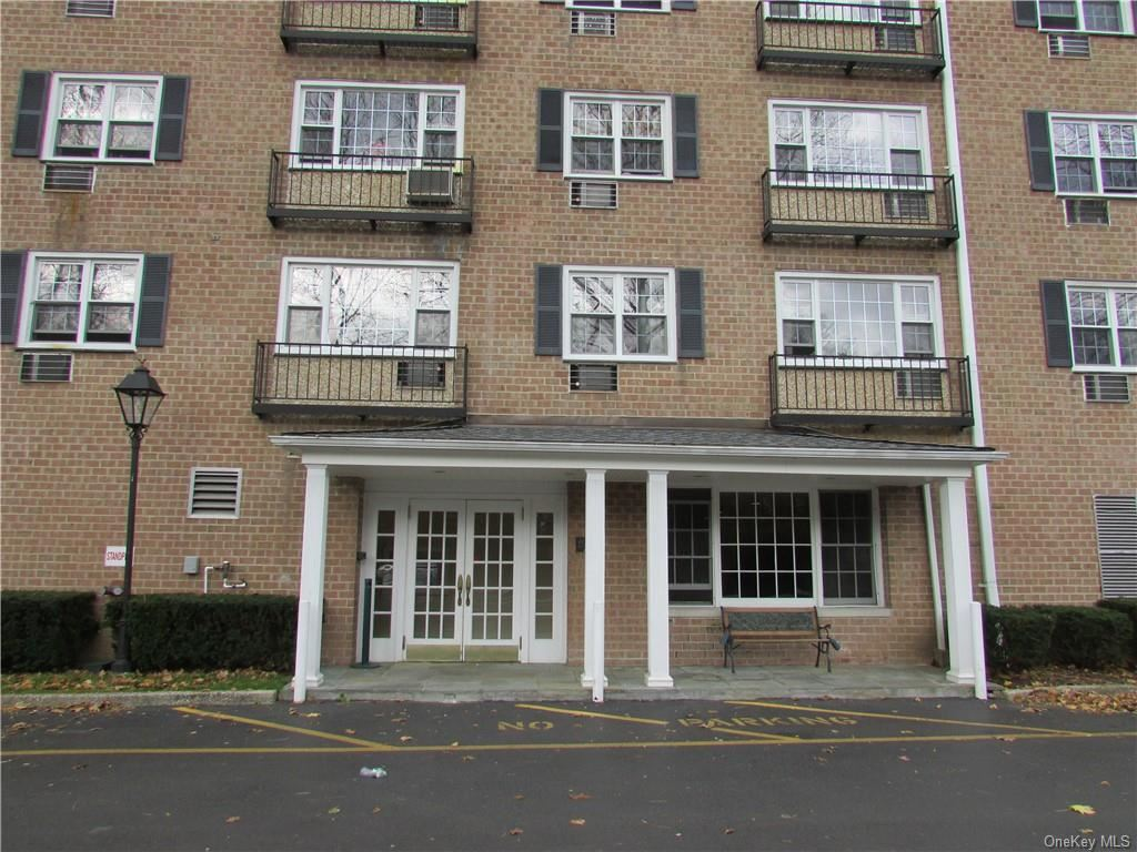 Photo of 4 Consulate Drive #4A, Tuckahoe, NY 10707 (MLS # H6085771)