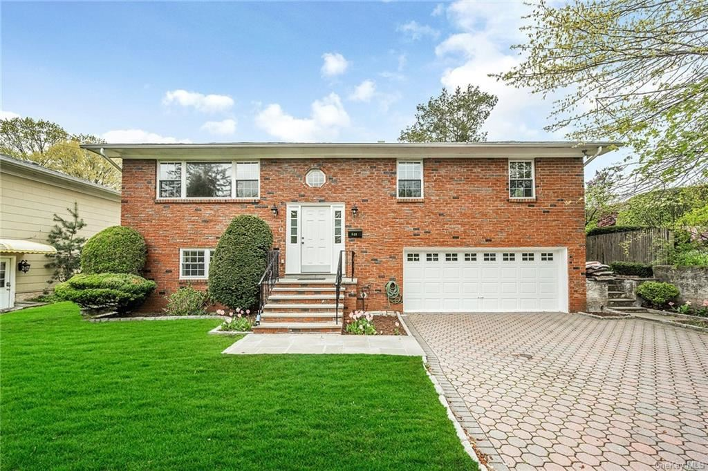 Photo of 649 White Plains Road, Eastchester, NY 10709 (MLS # H6111777)