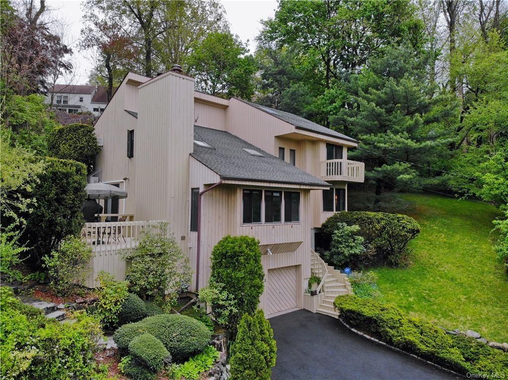 Photo of 33 Worthington Terrace W, White Plains, NY 10607 (MLS # H6113785)