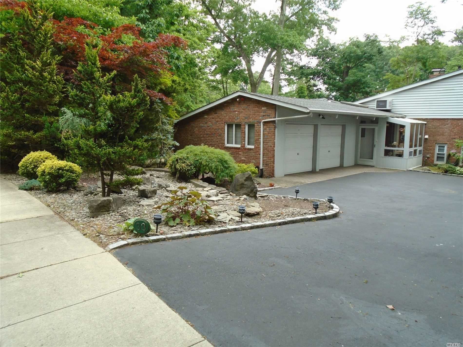 Photo of 33 Highwood Road, East Norwich, NY 11732 (MLS # 3223791)