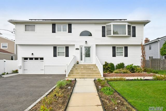 Photo of 118 Stillwater Avenue, Massapequa, NY 11758 (MLS # 3253793)