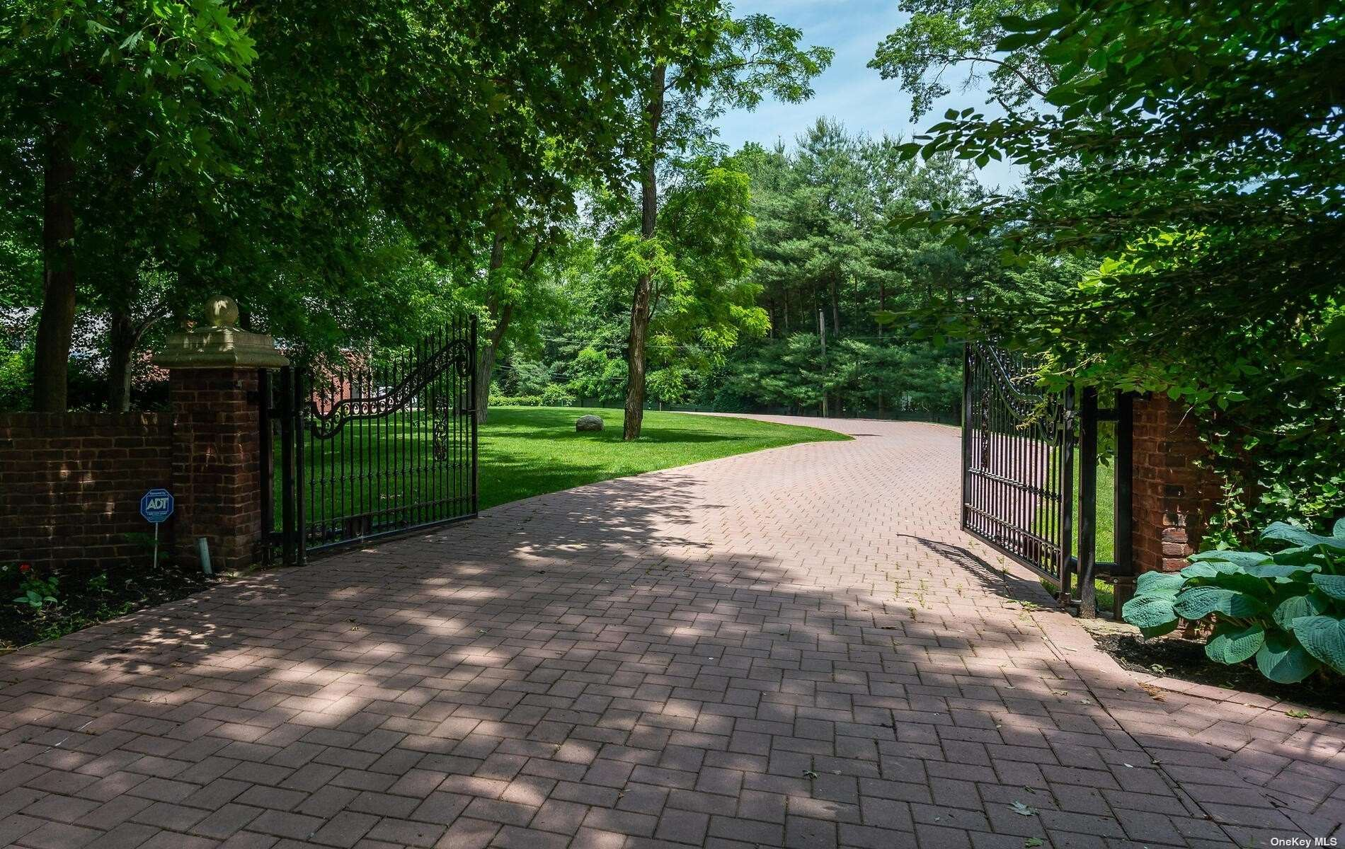 Photo of 15 Twin Ponds Lane, Oyster Bay Cove, NY 11791 (MLS # 3319795)