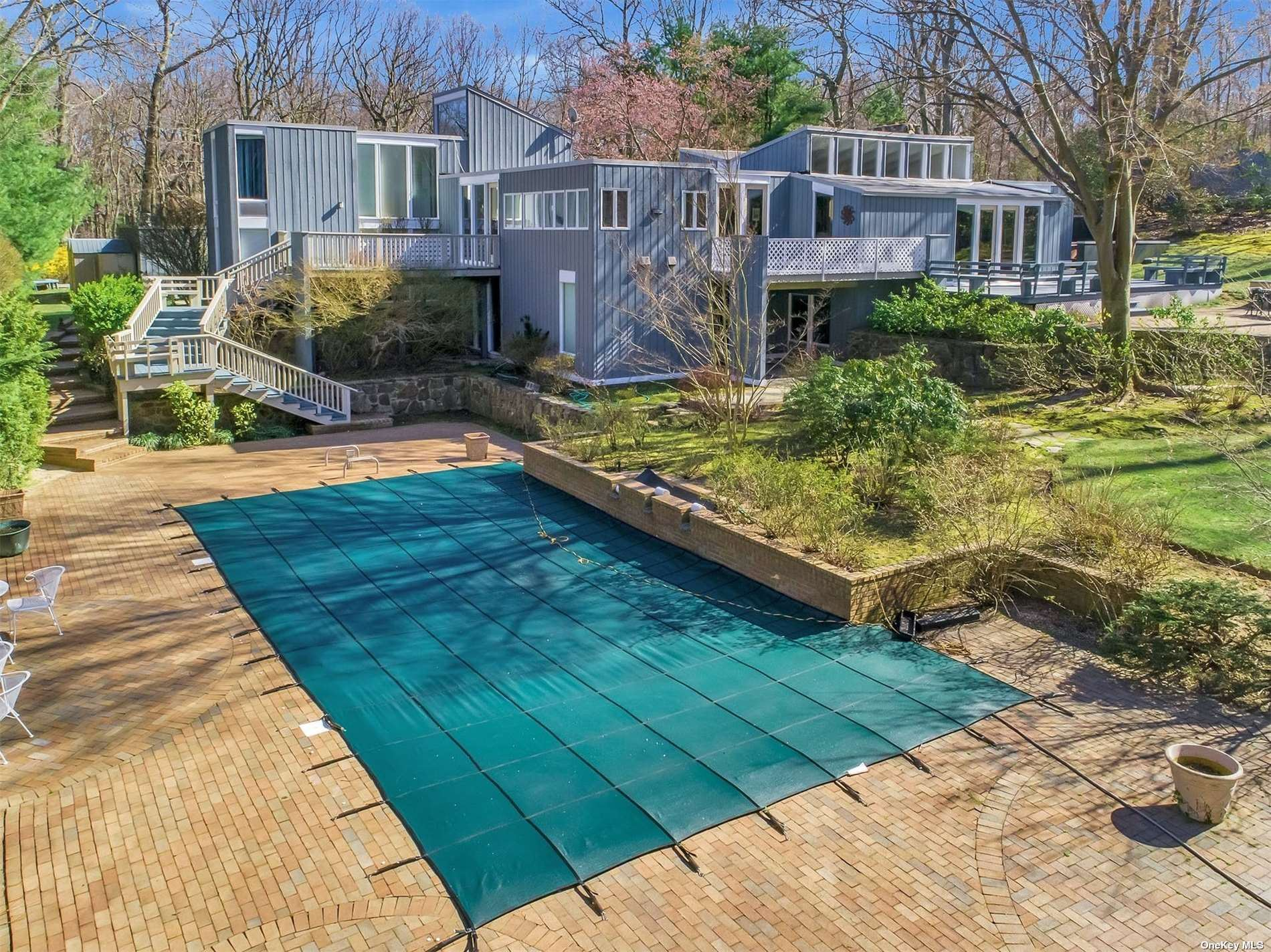Photo of 31 Laurel Cove Road, Oyster Bay Cove, NY 11771 (MLS # 3302803)