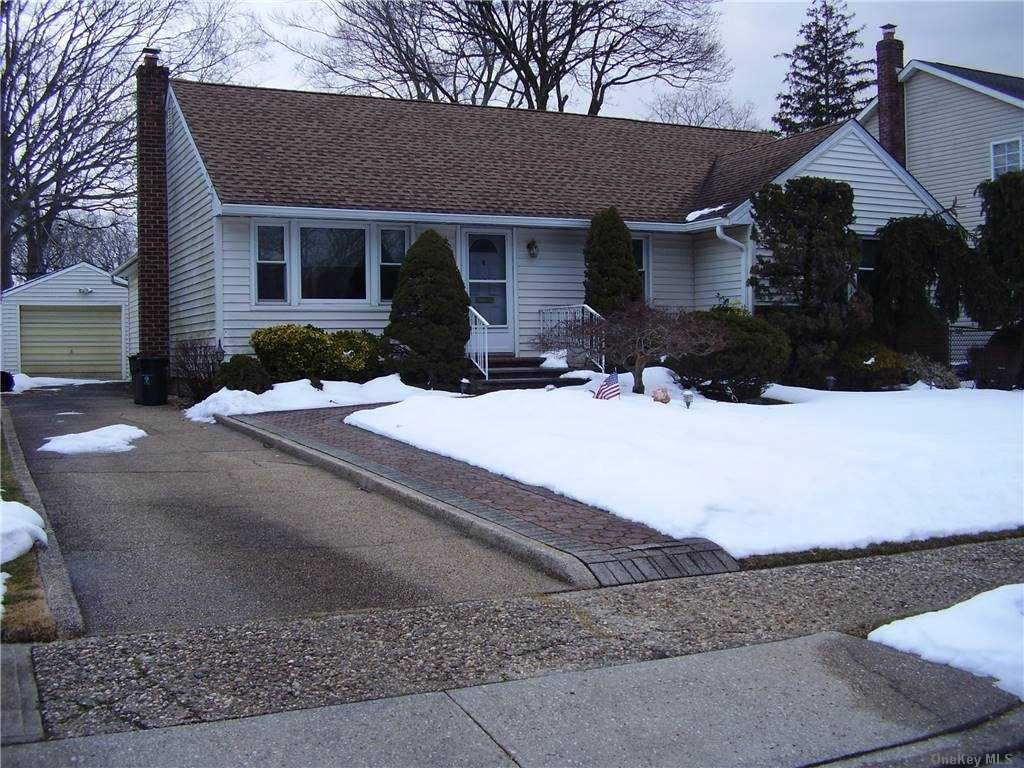 Photo of 875 Woodside Drive, Wantagh, NY 11793 (MLS # 3289807)