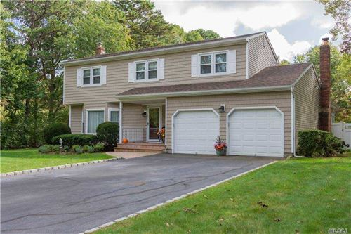 Photo of 10 Earl Street, Miller Place, NY 11764 (MLS # 3258812)