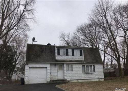 Photo of 4 Hollingwood Dr, Coram, NY 11727 (MLS # 3185813)