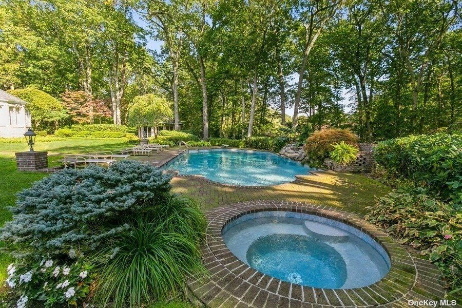 Photo of 16 Palatine Court, Oyster Bay Cove, NY 11791 (MLS # 3353815)