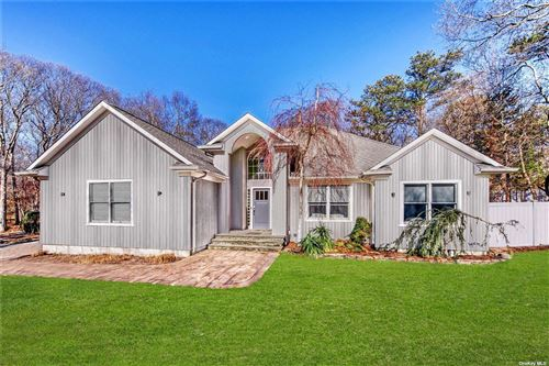 Photo of 3 Woodview Way, Hampton Bays, NY 11946 (MLS # 3292817)