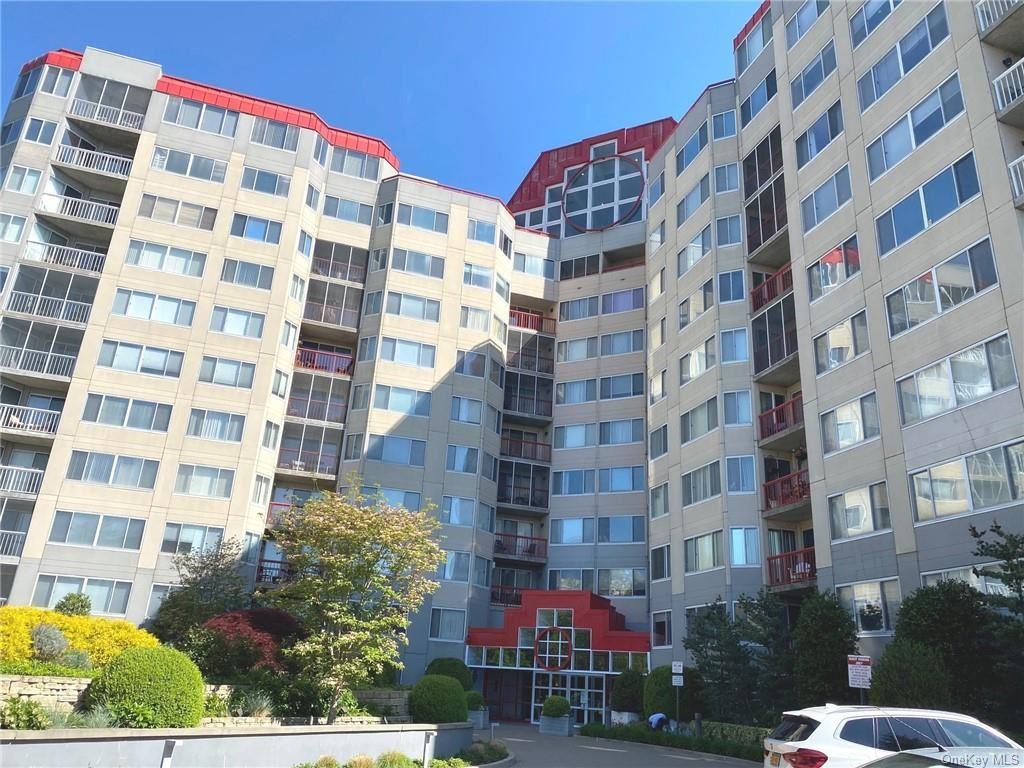 Photo of 10 Stewart Place #4FW, White Plains, NY 10603 (MLS # H6114818)