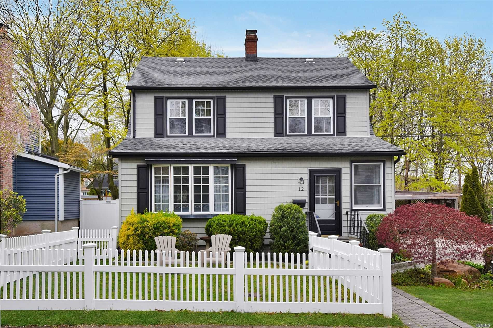 Photo of 12 Summers Street, Oyster Bay, NY 11771 (MLS # 3212823)