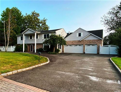 Photo of 14 Gallatin Drive, Dix Hills, NY 11746 (MLS # 3303833)