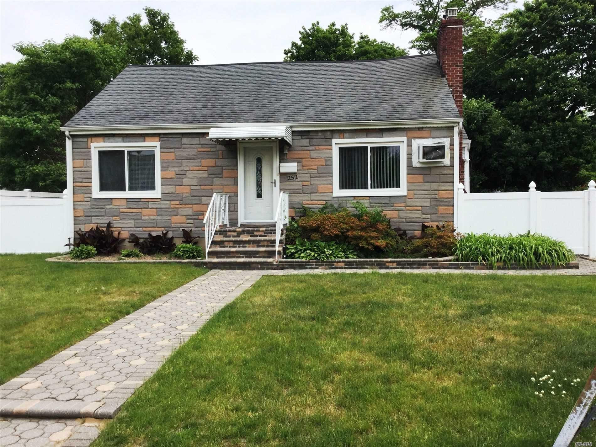 252 Garden St, Westbury, NY 11590 - MLS#: 3218835