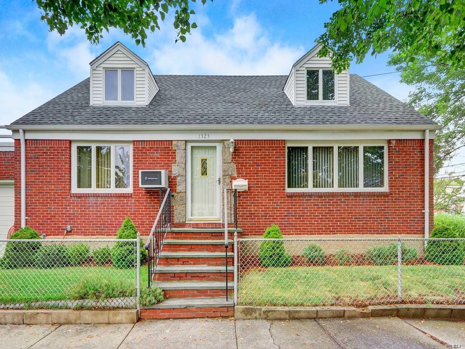 1323 Lowell Ave, New Hyde Park, NY 11040 - MLS#: 3239841