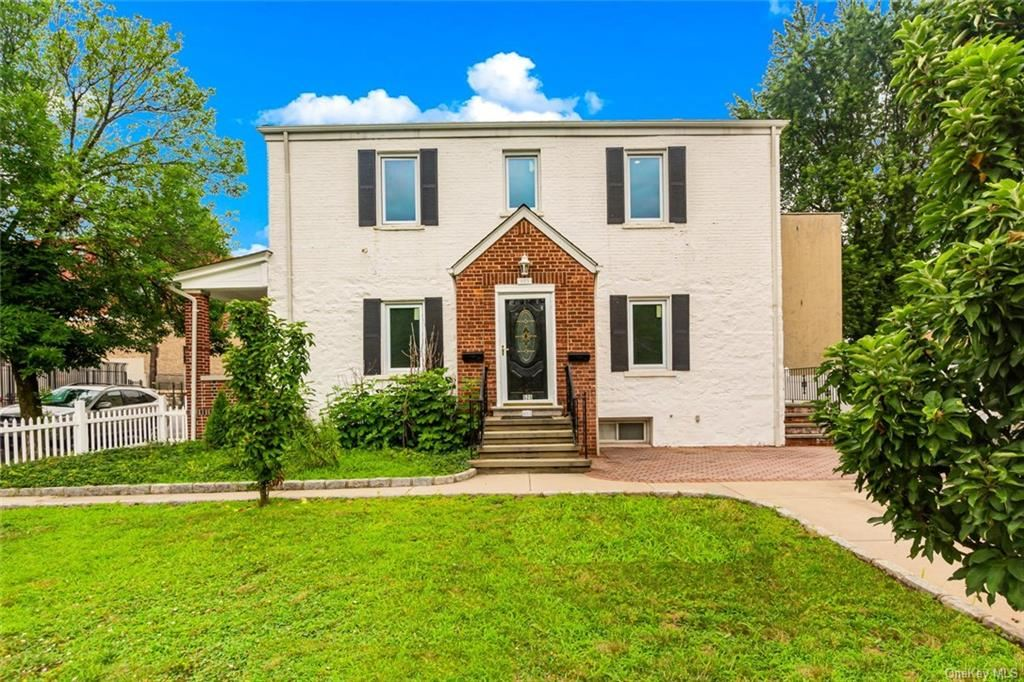 Photo of 525 aka 527 Bronx River Road, Yonkers, NY 10704 (MLS # H6114843)