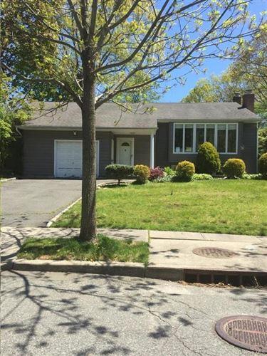 Photo of 4 Woodland Road, Oyster Bay, NY 11771 (MLS # H6059845)