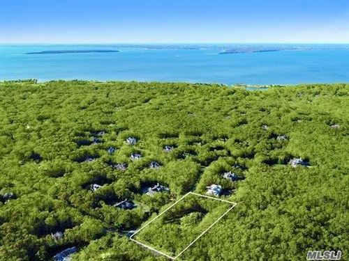 Photo of 170 Middle Line Hwy, Southampton, NY 11968 (MLS # 3176850)