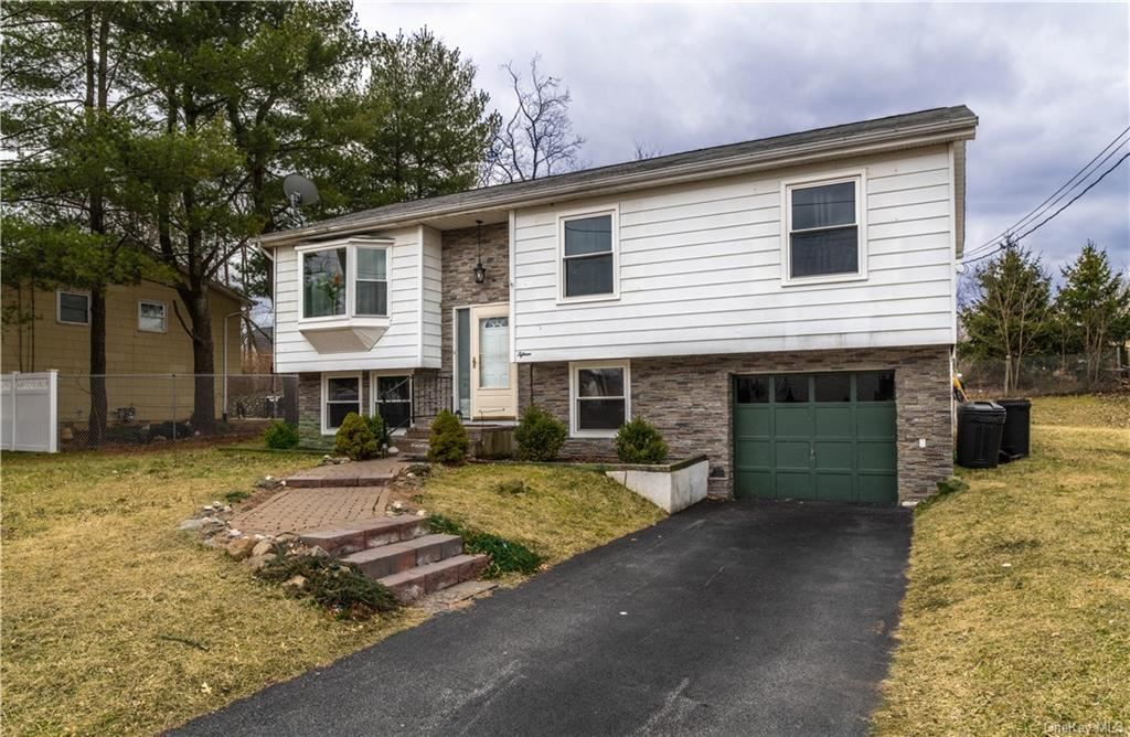 Photo of 15 Maple Drive, Middletown, Ny 10940 (MLS # H6021850)