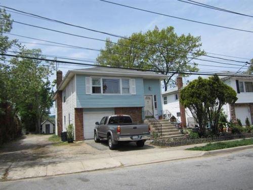 Photo of 61 Larrabee Avenue, Oyster Bay, NY 11771 (MLS # 3289852)