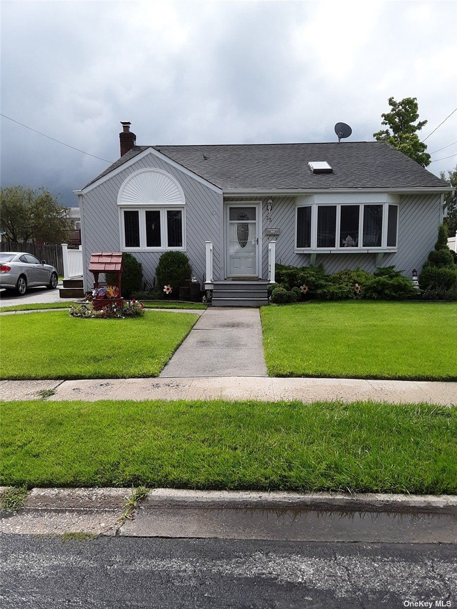 35 W Clearwater Road, Lindenhurst, NY 11757 - MLS#: 3336854