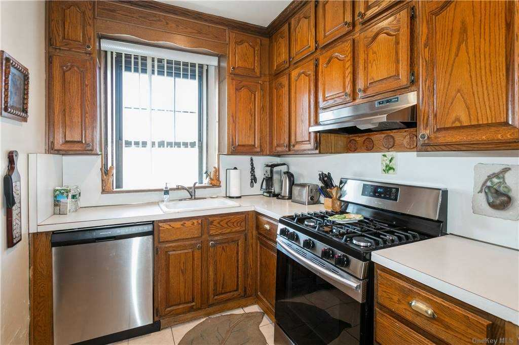 Photo of 109-14 Ascan Avenue #5H, Forest Hills, NY 11375 (MLS # 3292859)