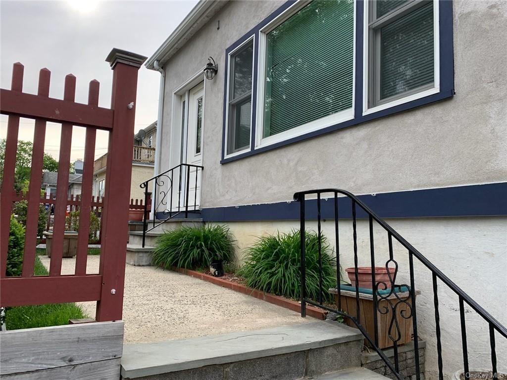 Photo of 186 Dobbs Ferry Road, White Plains, NY 10607 (MLS # H6113862)