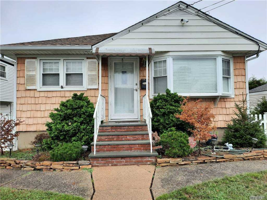 112 W Clearwater Road, Lindenhurst, NY 11757 - MLS#: 3248866