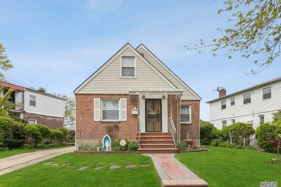 58-18 196th Street, Fresh Meadows, NY 11365 - MLS#: 3215871