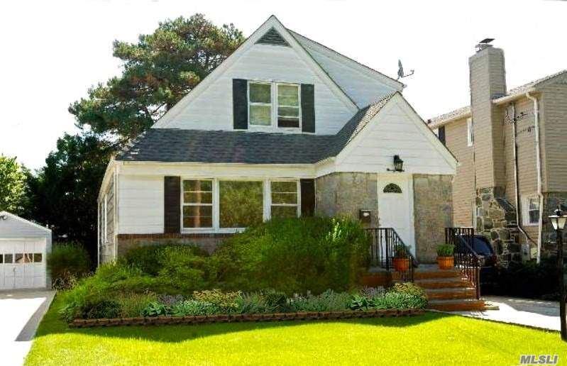 98 Stuart Street, Lynbrook, NY 11563 - MLS#: 3266871