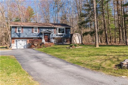 Photo of 12 Clearbrook Lane, Bloomingburg, NY 12721 (MLS # H6107873)
