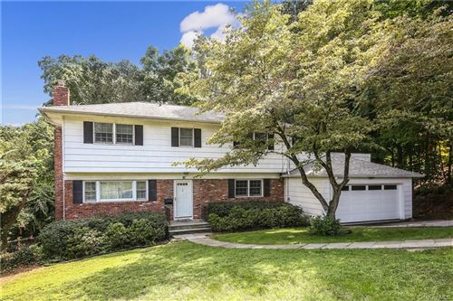 Photo of 10 Magnolia Road, Scarsdale, NY 10583 (MLS # H6056874)