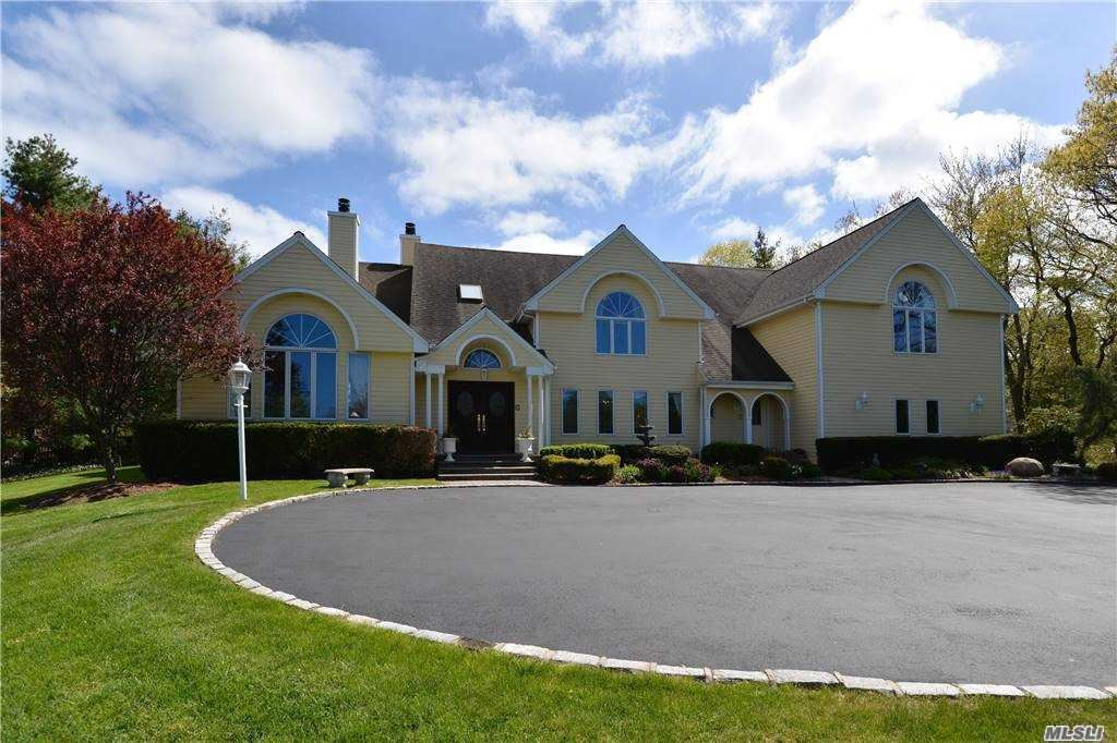 Photo of 1 Redmond Lane, Oyster Bay Cove, NY 11771 (MLS # 3273877)
