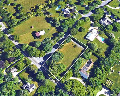 Photo of 13 Kellis Pond Ln, Water Mill, NY 11976 (MLS # 2949878)